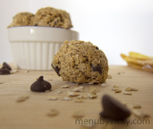 Peanut Butter Oatmeal Chocolate Chip Protein Cookie Balls ...